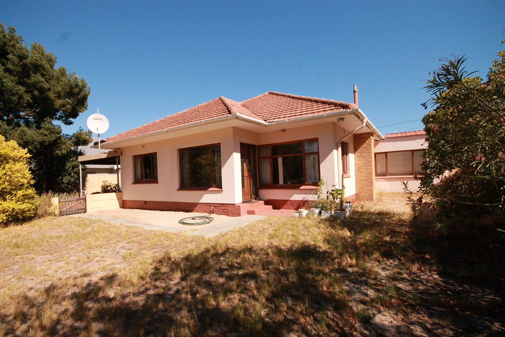 Pinelands property for sale. Ref No: 13463493. Picture no 2