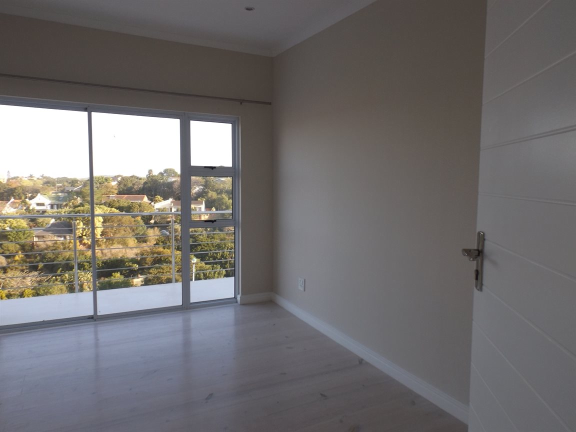 Beacon Bay property for sale. Ref No: 13362713. Picture no 16