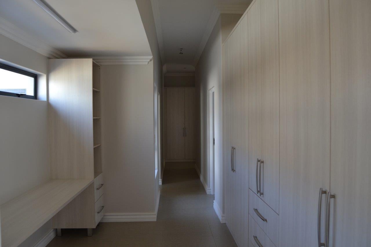 Midstream Ridge Estate property for sale. Ref No: 13500360. Picture no 22