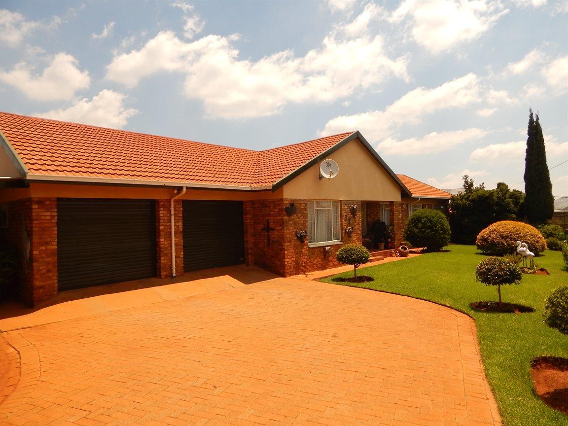 Westonaria, Westonaria Property    Houses For Sale Westonaria, Westonaria, House 3 bedrooms property for sale Price:900,000