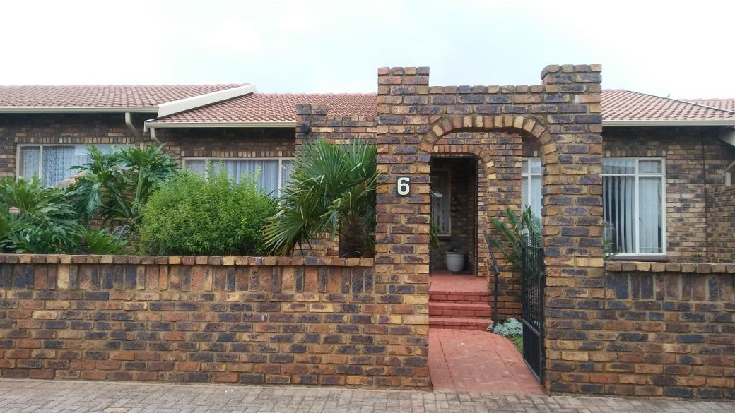 Krugersdorp, Rant En Dal Property  | Houses For Sale Rant En Dal, Rant En Dal, Townhouse 3 bedrooms property for sale Price:920,000