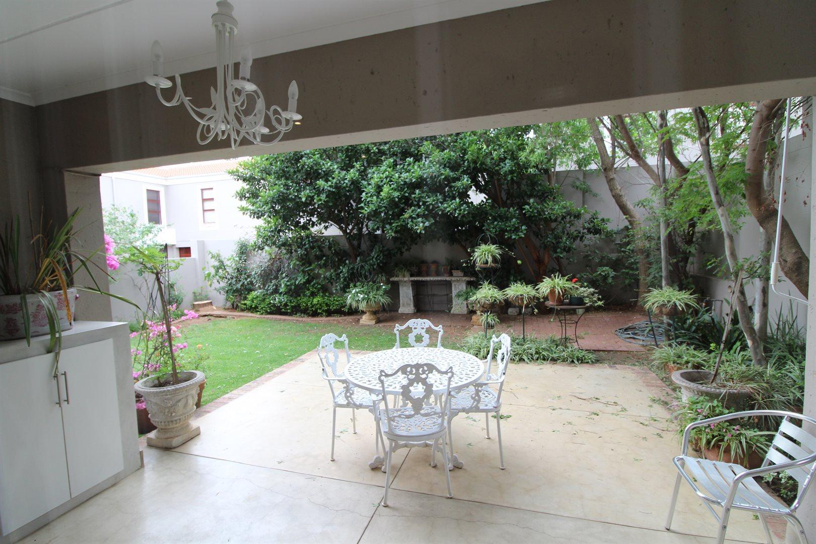 Bryanston property for sale. Ref No: 13551237. Picture no 4