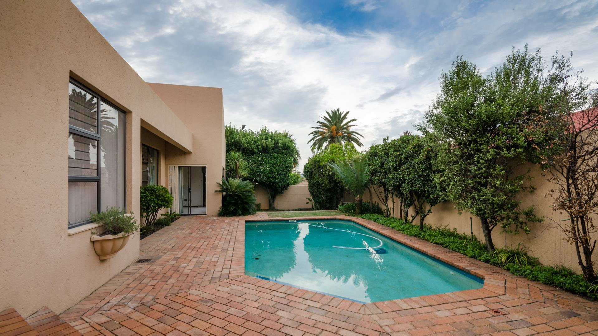 Lonehill property for sale. Ref No: 13445204. Picture no 23