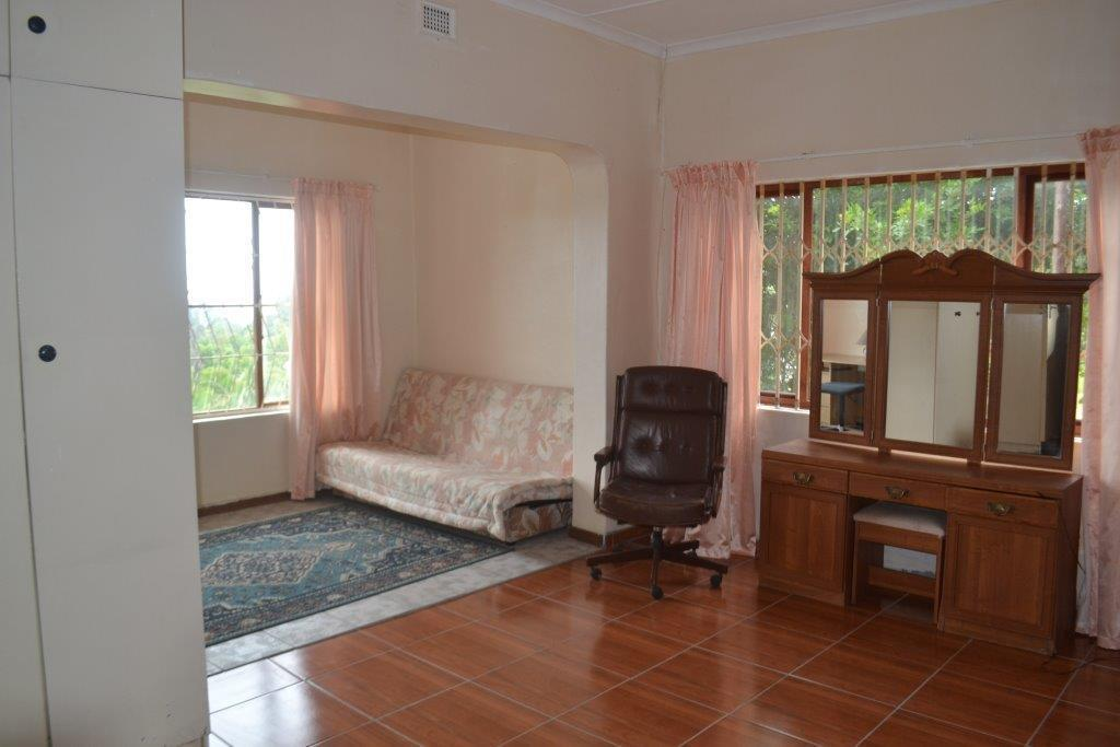 Woodgrange property for sale. Ref No: 13436082. Picture no 12