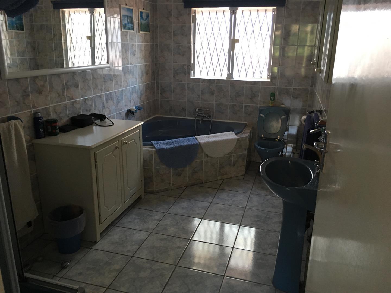 Widenham property for sale. Ref No: 13460199. Picture no 16