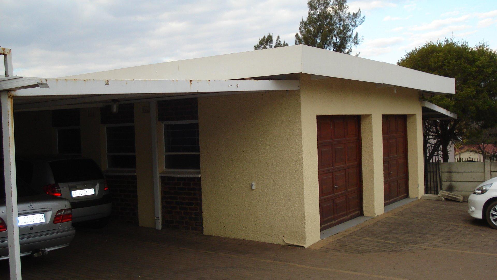 Randpark Ridge property for sale. Ref No: 13518117. Picture no 6
