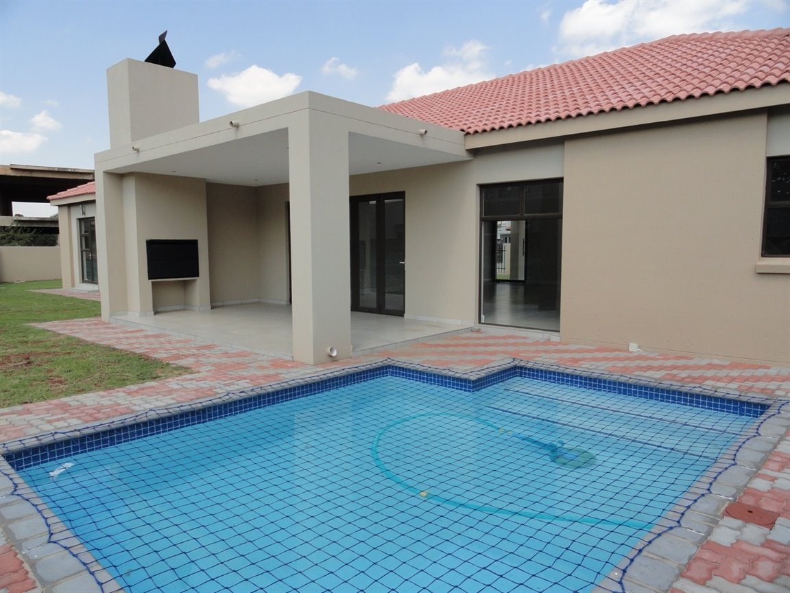 Willow Acres Estate property for sale. Ref No: 13467840. Picture no 24