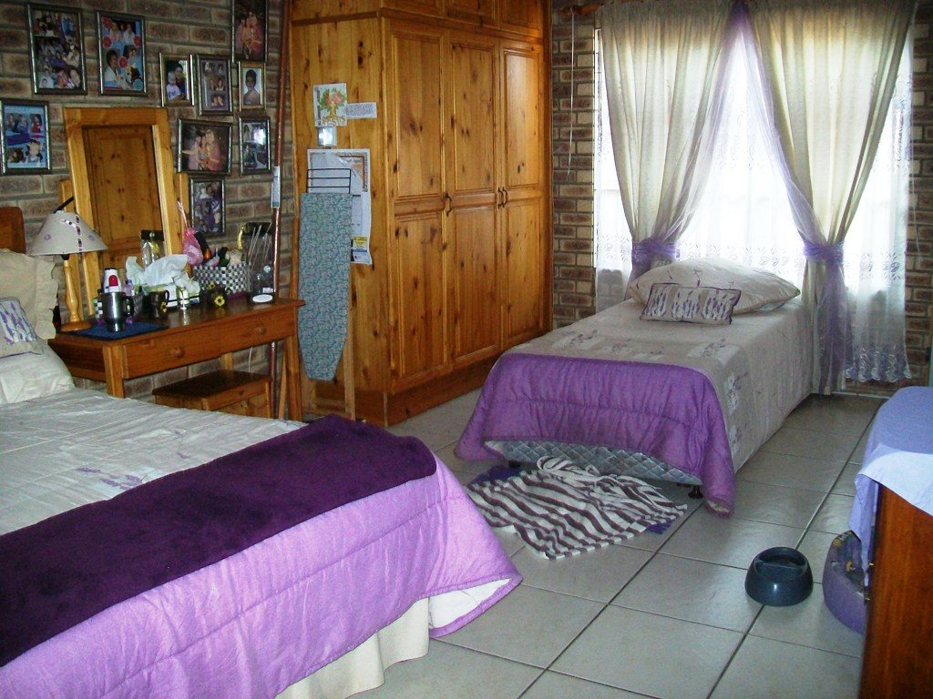 Uvongo property for sale. Ref No: 12759466. Picture no 9