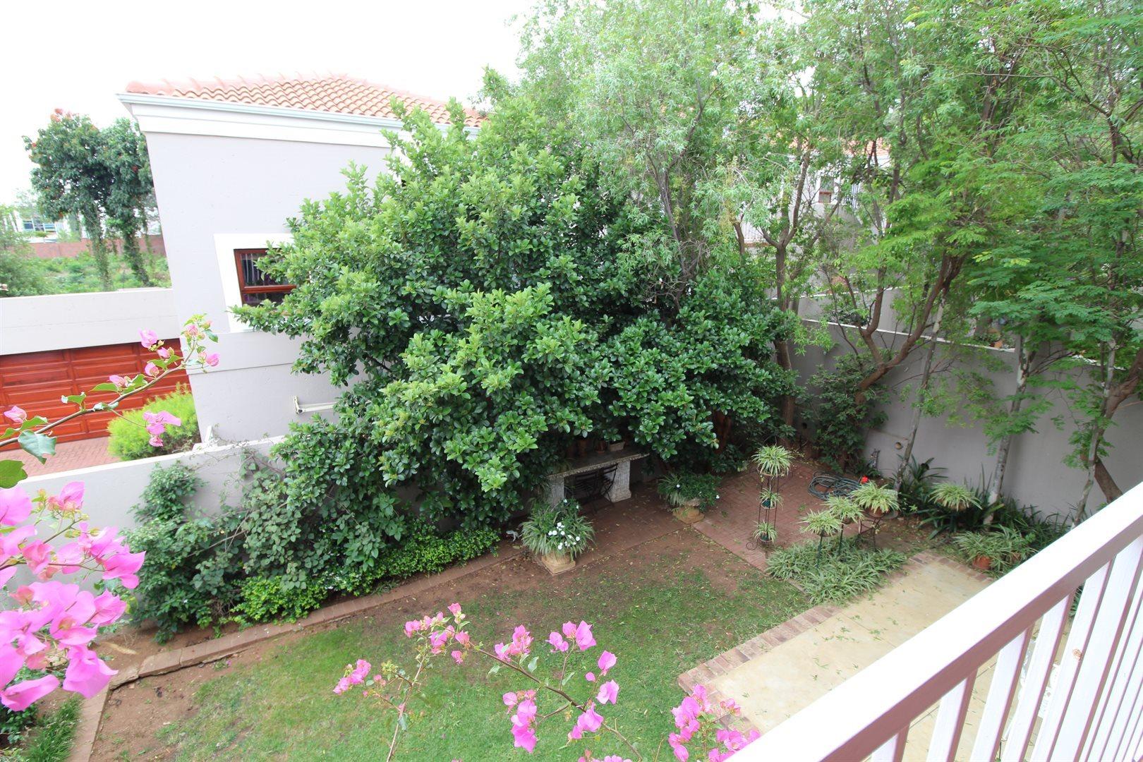 Bryanston property for sale. Ref No: 13551237. Picture no 29