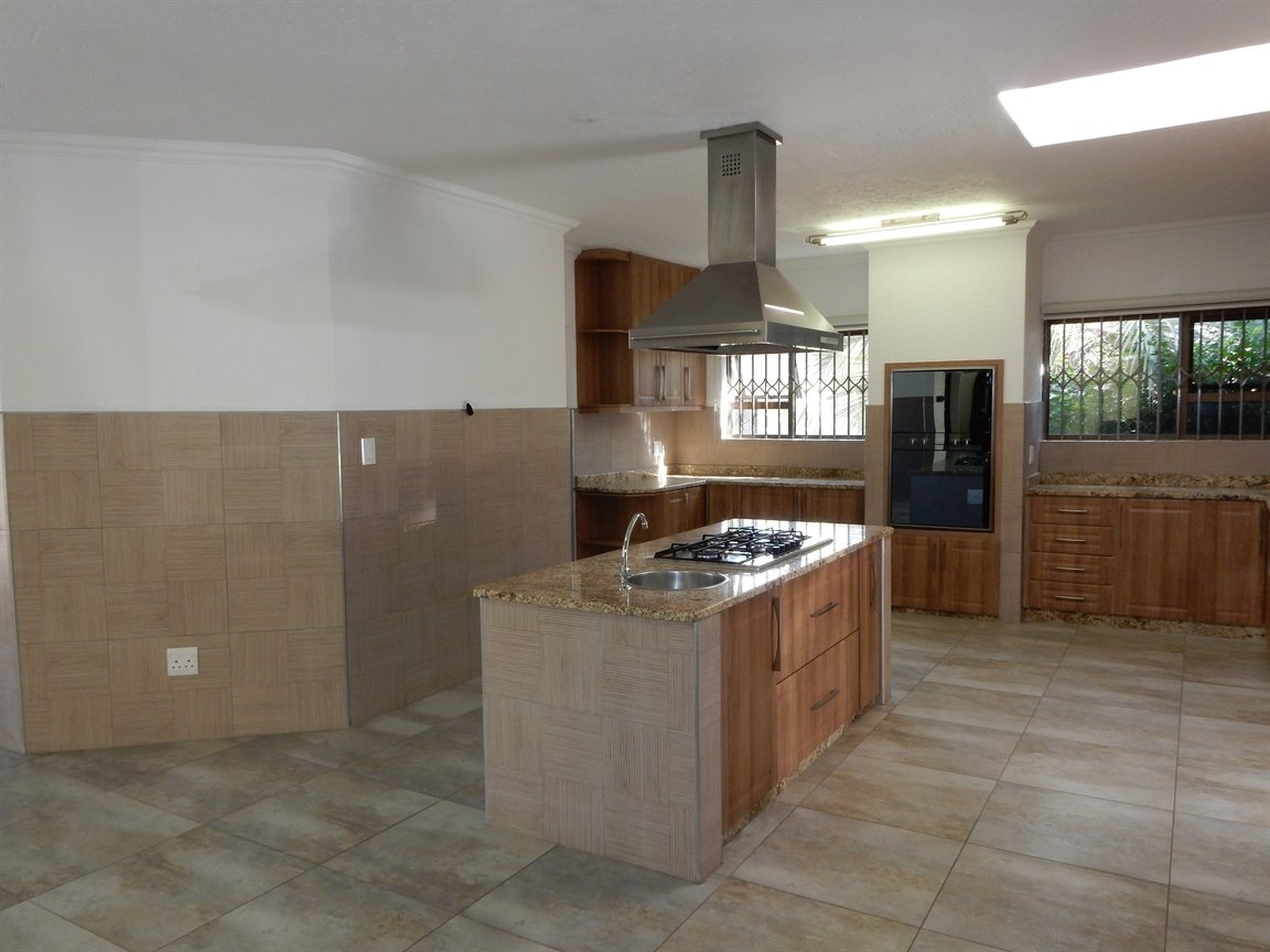 Bryanston property for sale. Ref No: 13346431. Picture no 10