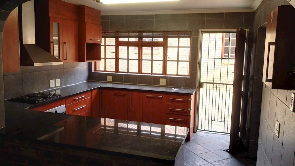 Property and Houses to rent in Buccleuch, House, 4 Bedrooms - ZAR , 10,00*,M