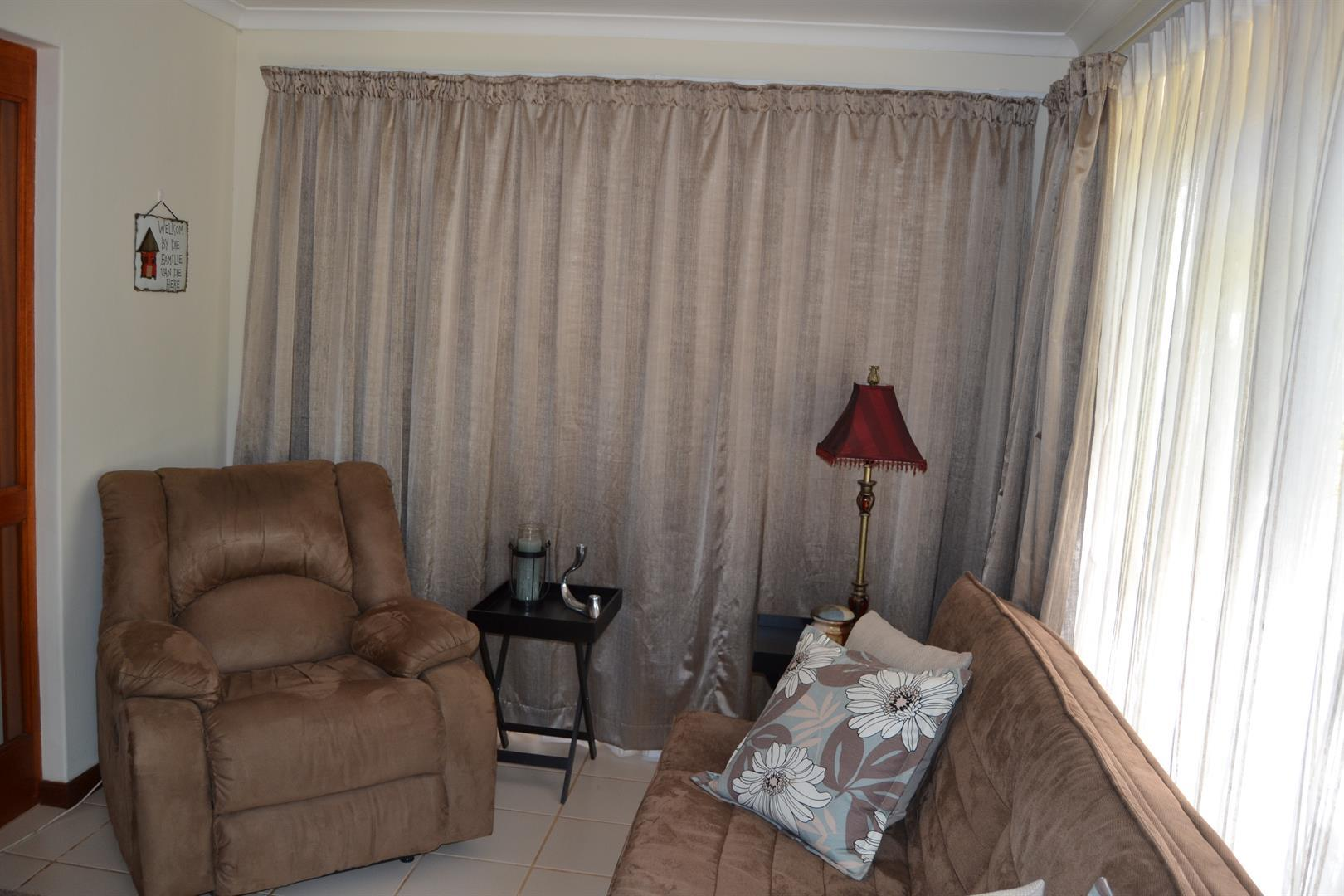 Paarl South property for sale. Ref No: 13436706. Picture no 9