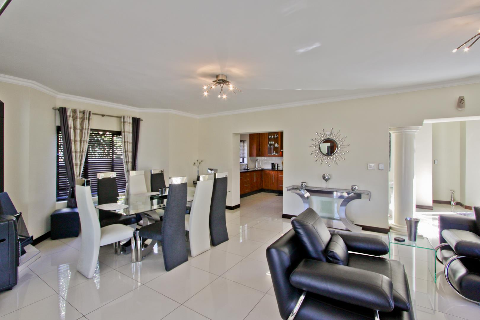 Glenvista property for sale. Ref No: 13525971. Picture no 28