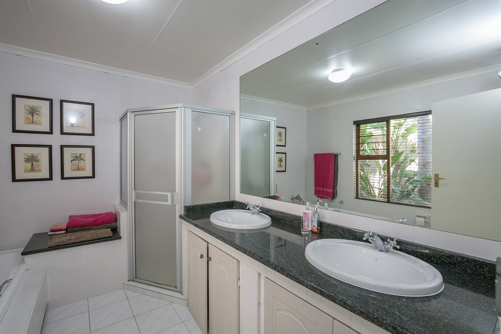 Fourways Gardens property for sale. Ref No: 13537425. Picture no 9