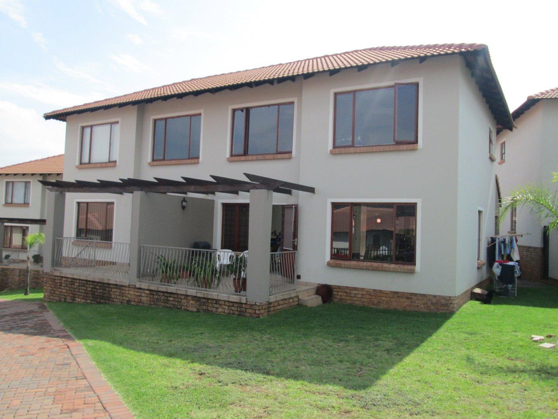 Johannesburg, Glenvista Property    Houses For Sale Glenvista - Page 5, Glenvista, Townhouse 2 bedrooms property for sale Price:1,395,000