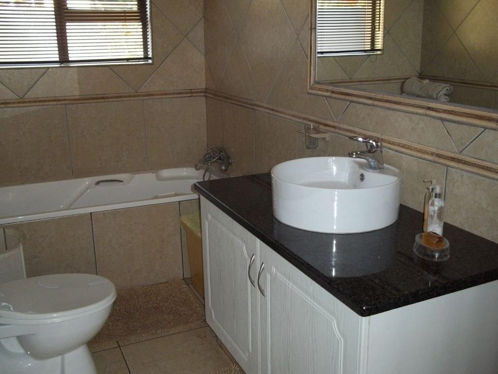 Midstream Estate property for sale. Ref No: 13430982. Picture no 8
