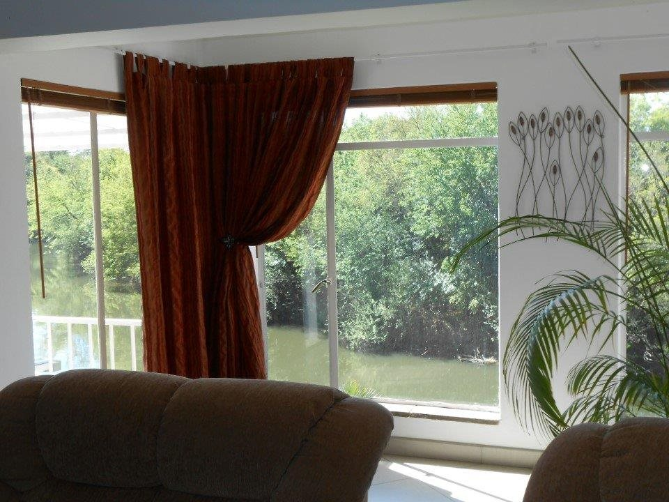 Rothdene property for sale. Ref No: 13394326. Picture no 30