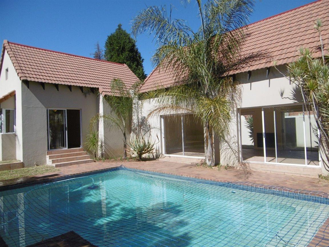 Bryanston property for sale. Ref No: 13531296. Picture no 1