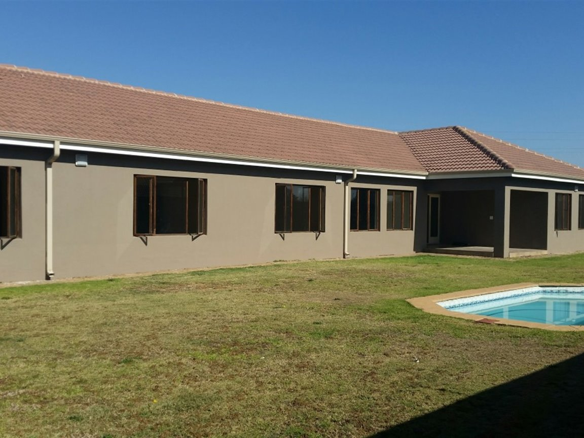 Three Rivers East property for sale. Ref No: 13349906. Picture no 1
