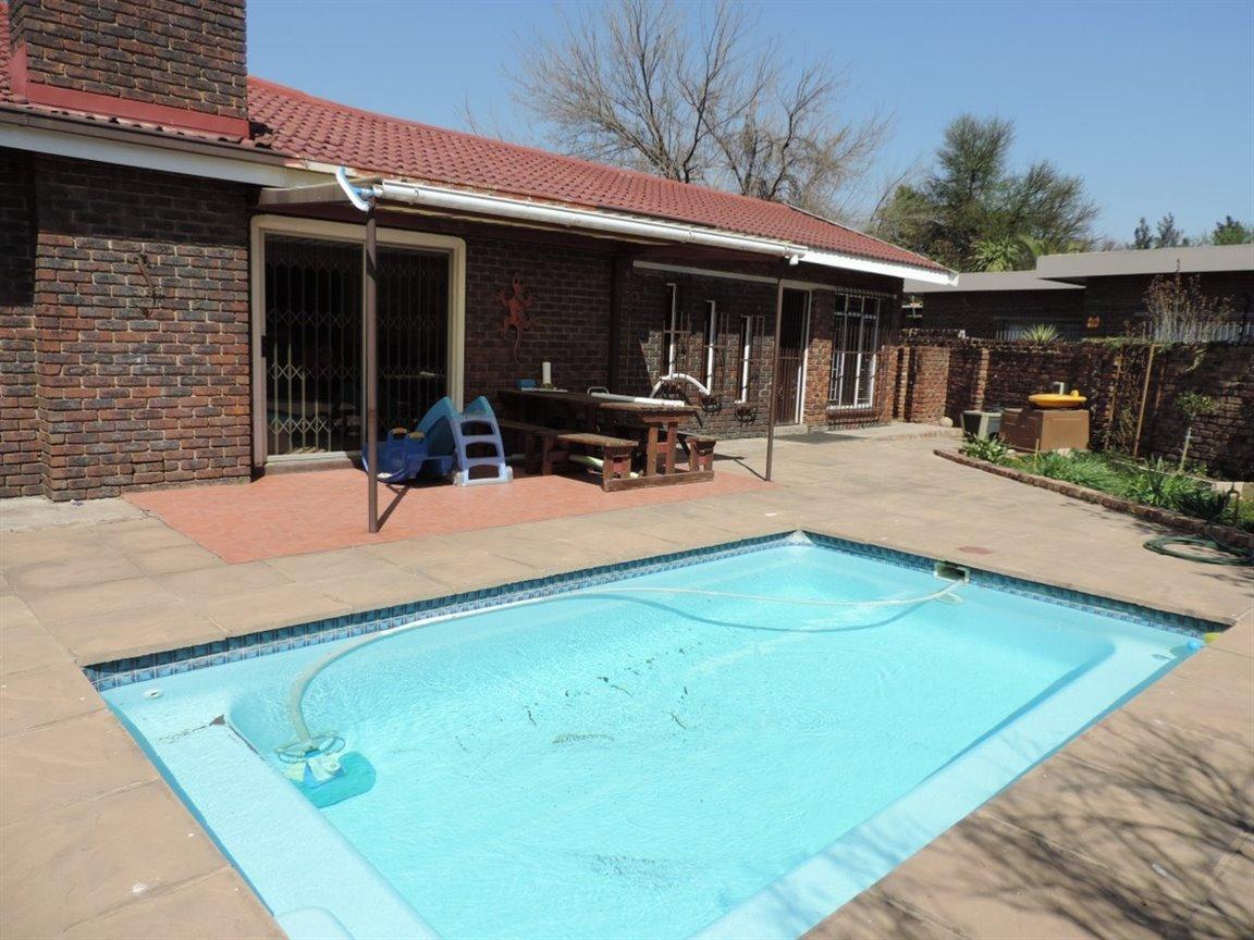 Arcon Park property for sale. Ref No: 12761384. Picture no 7