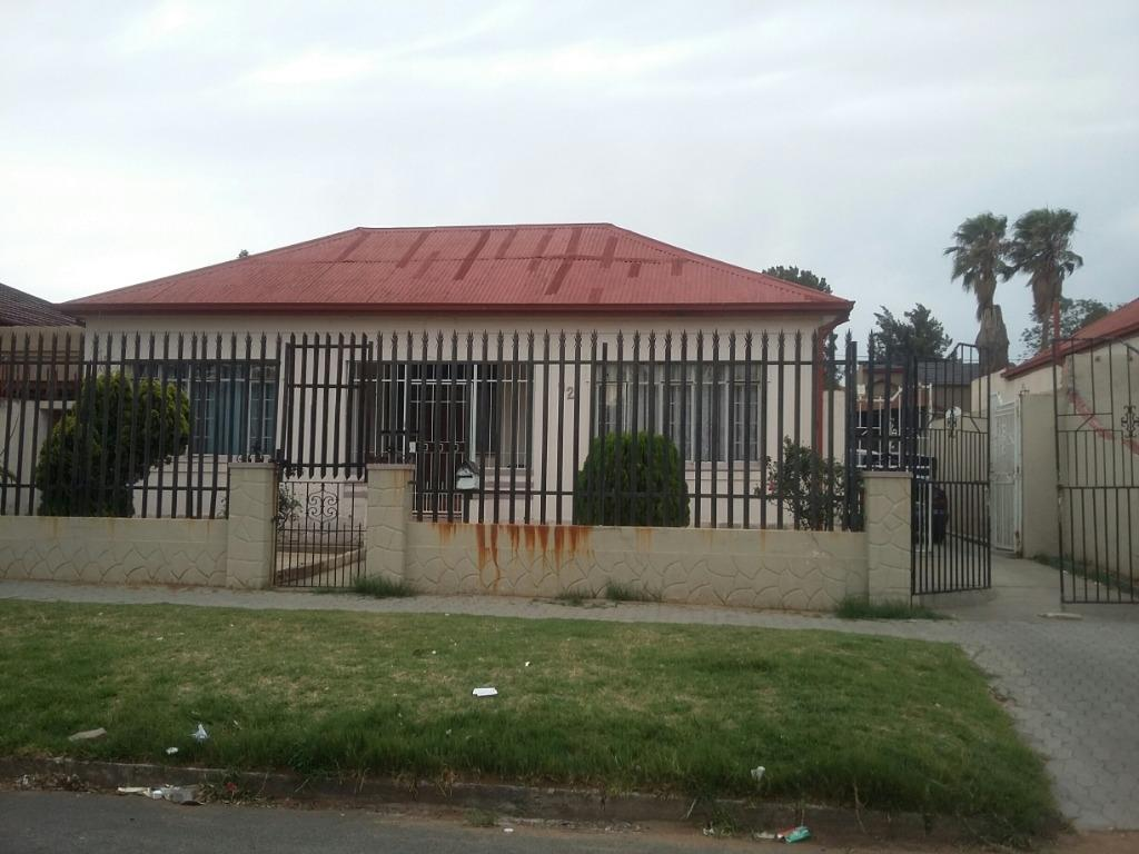 Johannesburg, Turffontein Property    Houses For Sale Turffontein, Turffontein, House 3 bedrooms property for sale Price:845,000