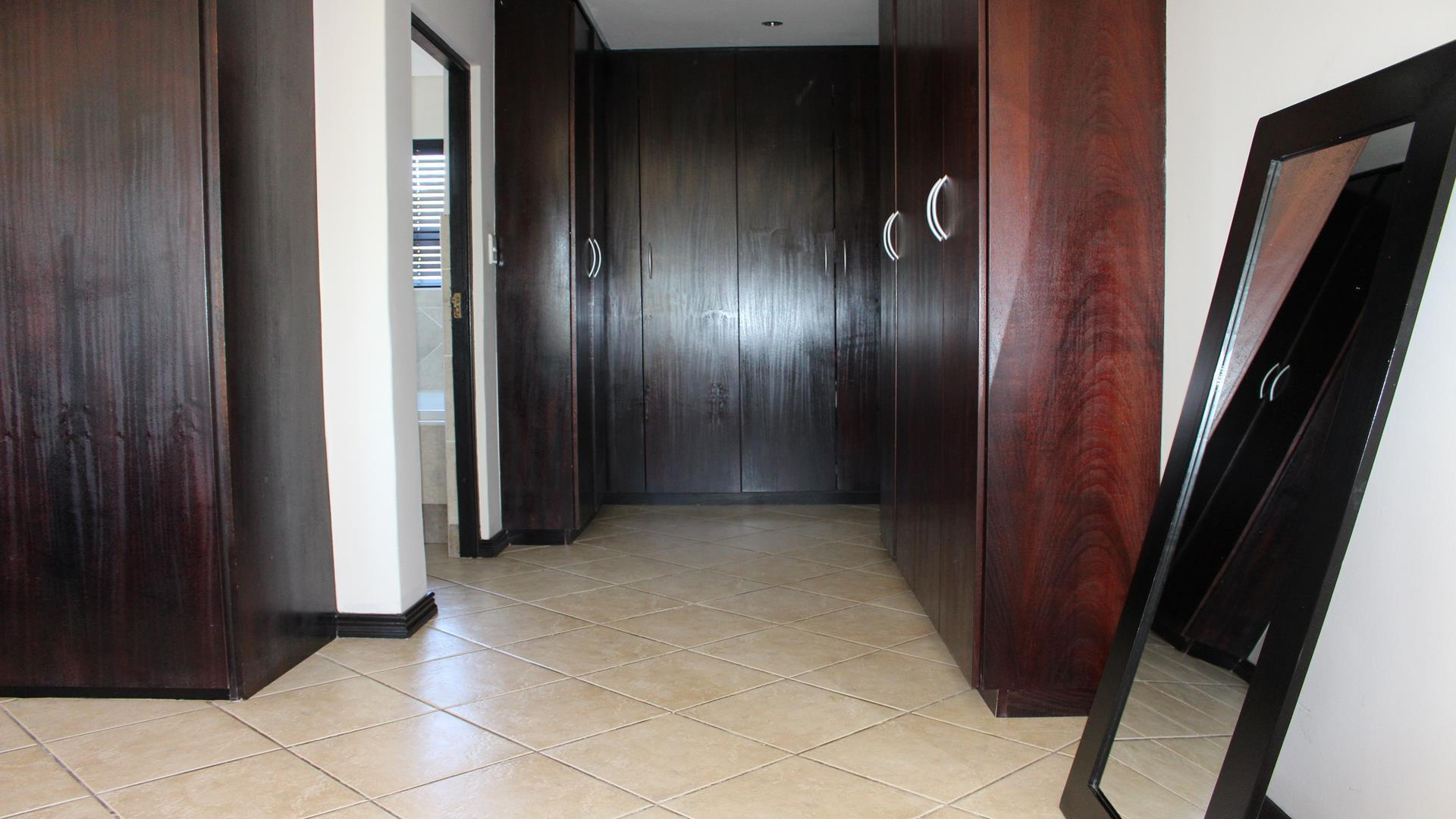 Raslouw Manor property for sale. Ref No: 13435098. Picture no 27