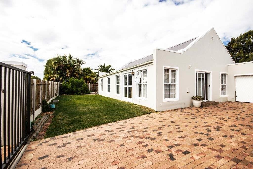 Property and Houses for sale in Sunnydale, House, 3 Bedrooms - ZAR 1,950,000