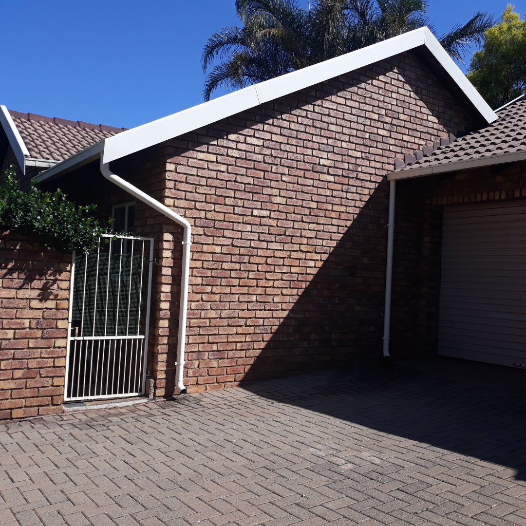 Property and Houses to rent in Highveld, Townhouse, 2 Bedrooms - ZAR ,  9,00*,M