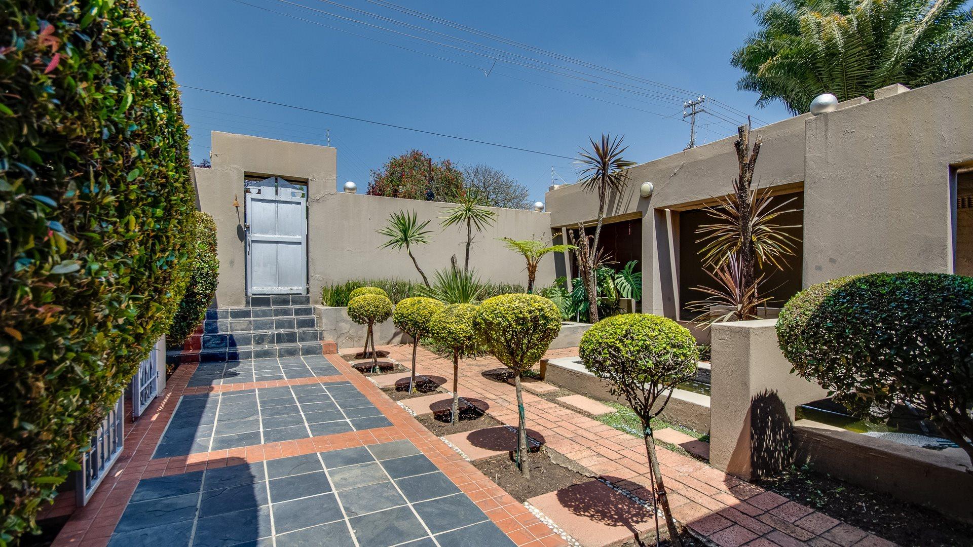 Orange Grove property for sale. Ref No: 13545446. Picture no 14
