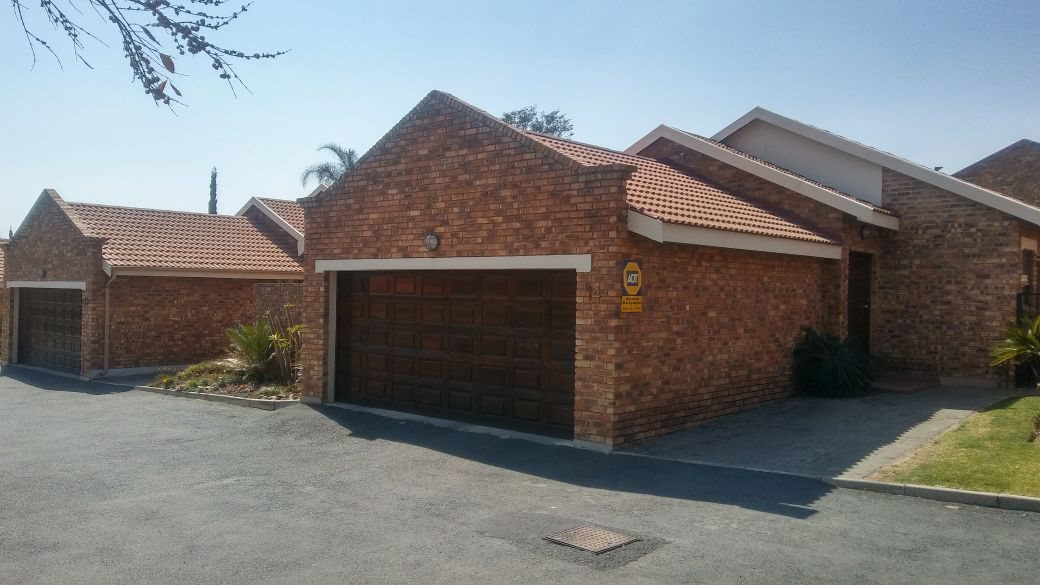 Roodepoort, Honeydew Manor Property  | Houses For Sale Honeydew Manor, Honeydew Manor, Townhouse 3 bedrooms property for sale Price:1,375,000