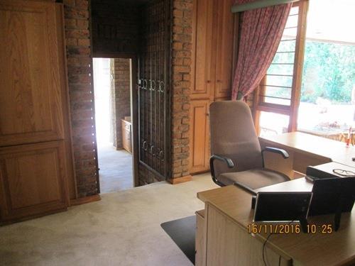 Glenvista property for sale. Ref No: 13525322. Picture no 10
