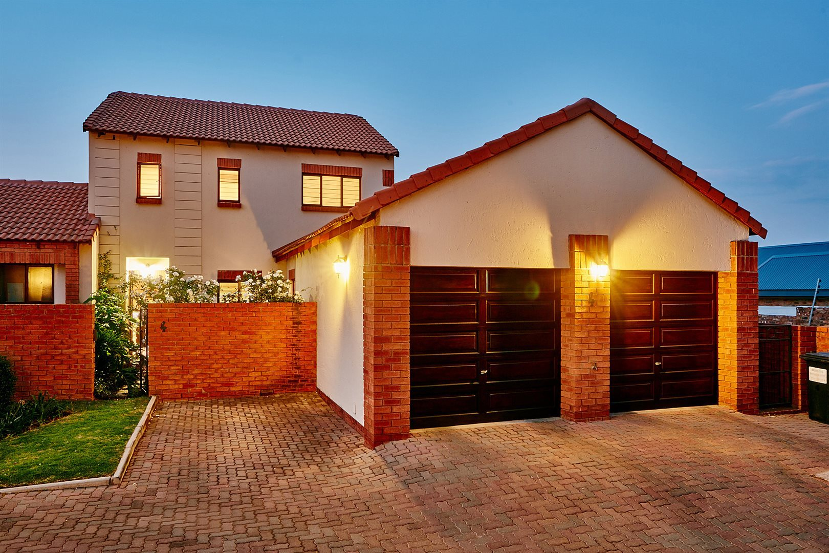 Property and Houses for sale in Rietvlei Heights Country Estate, Townhouse, 4 Bedrooms - ZAR 1,720,000