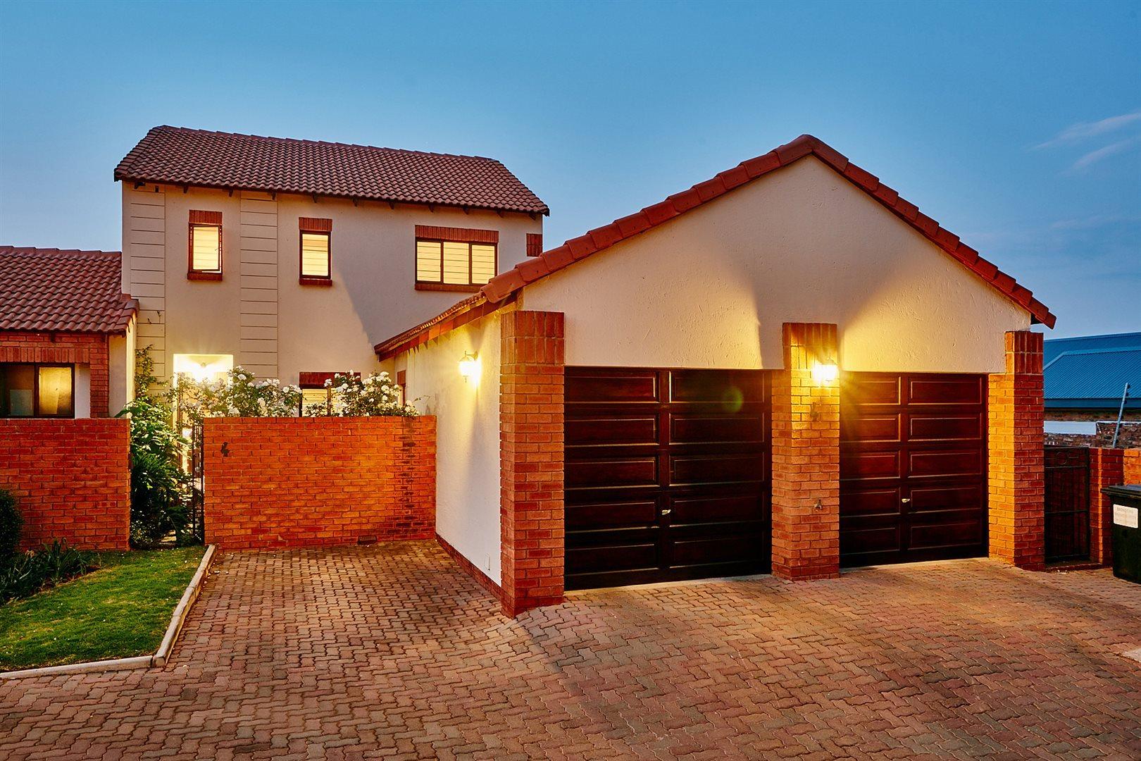 Pretoria, Rietvlei Heights Country Estate Property  | Houses For Sale Rietvlei Heights Country Estate, Rietvlei Heights Country Estate, Townhouse 4 bedrooms property for sale Price:1,720,000