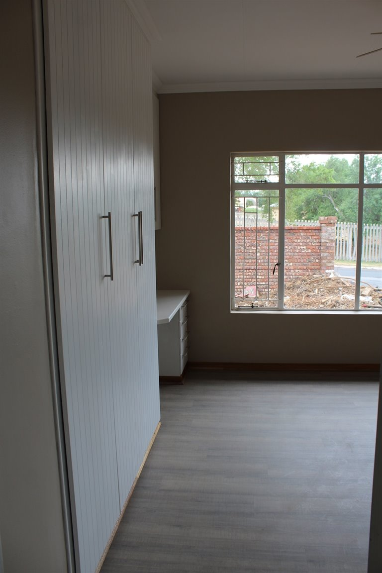 Suid Sentraal Oos property for sale. Ref No: 13403369. Picture no 9