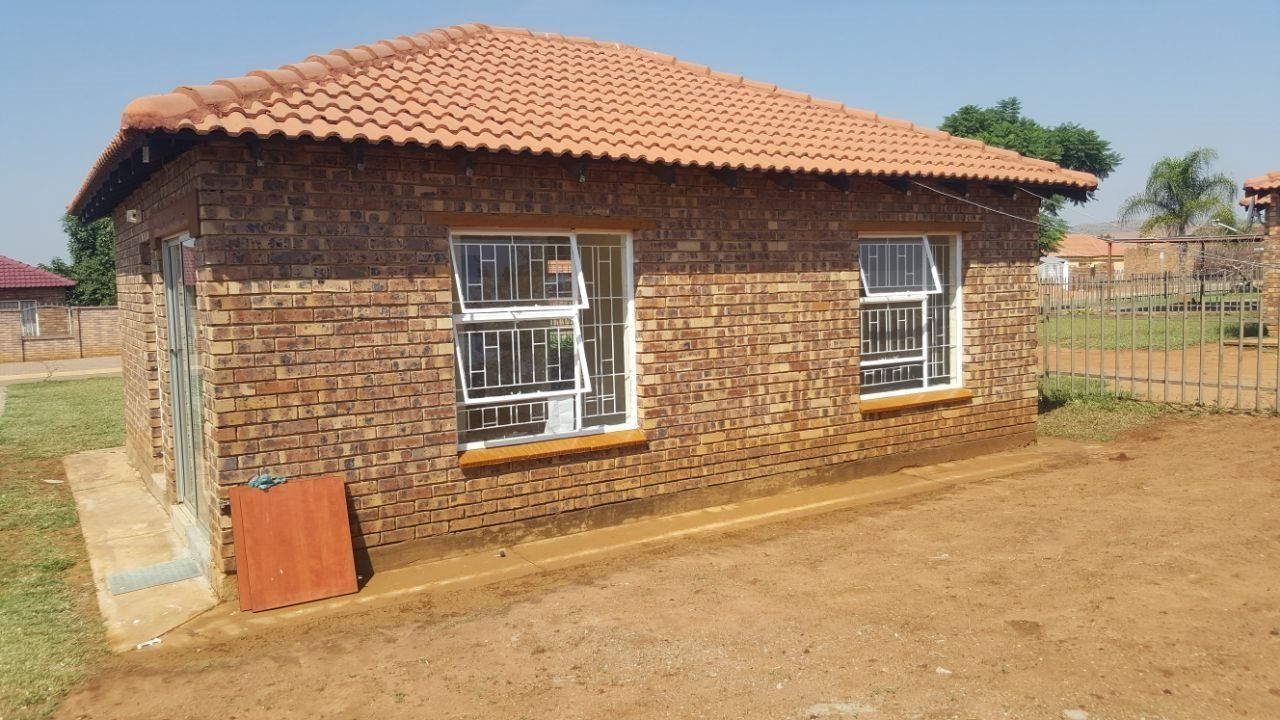 Property and Houses for sale in Karenpark, House, 2 Bedrooms - ZAR 698,000