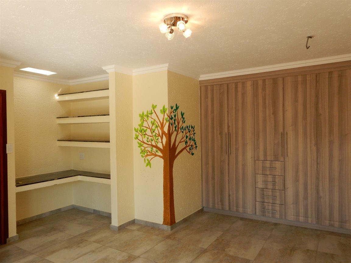 Bryanston property for sale. Ref No: 13346431. Picture no 19