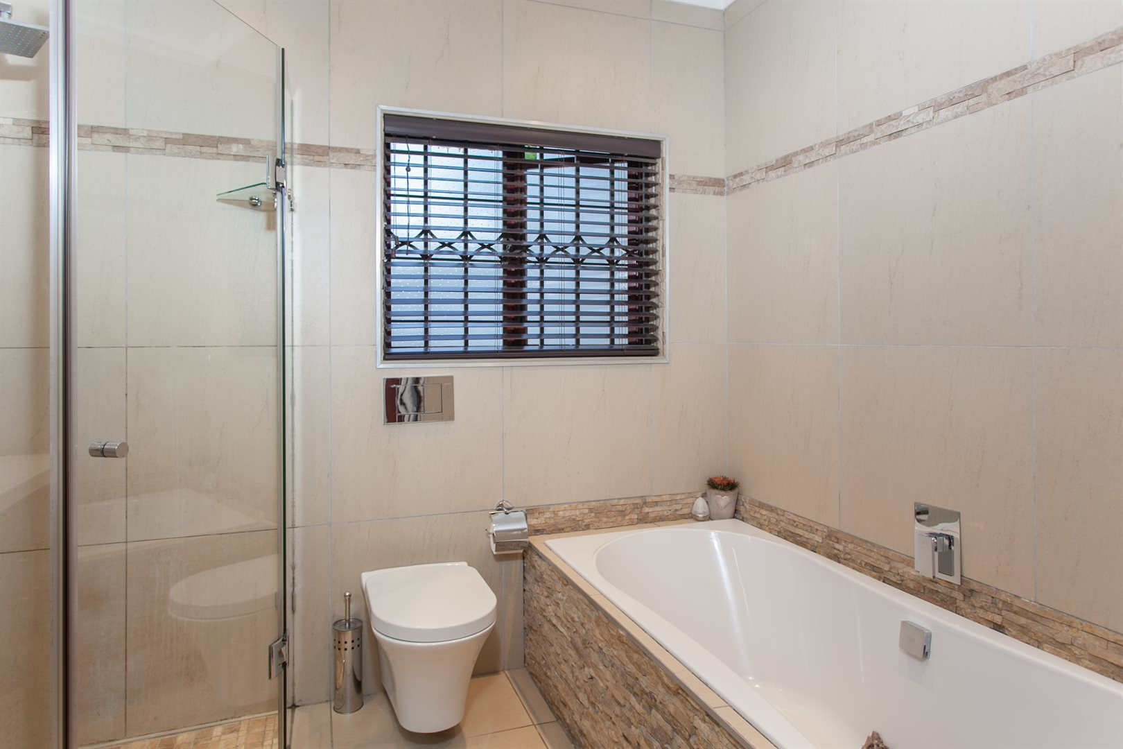 Fourways property for sale. Ref No: 13551719. Picture no 12