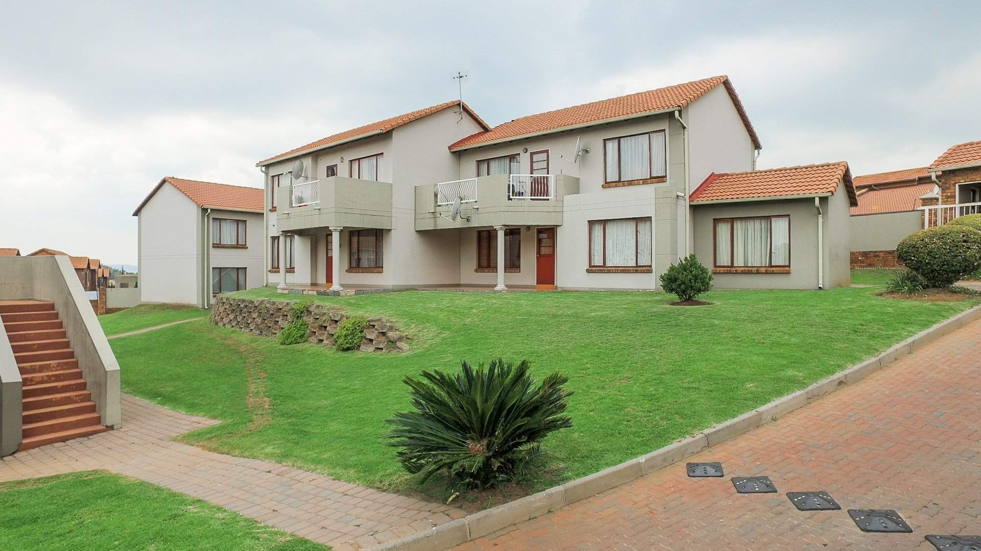 Property for Sale by Maria Araujo, Townhouse, 2 Bedrooms - ZAR 679,000
