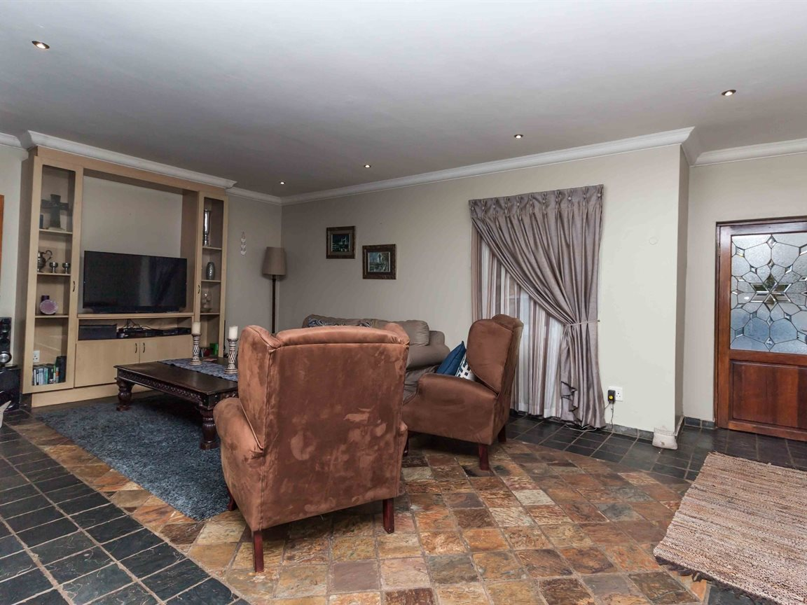 Raslouw property for sale. Ref No: 13489477. Picture no 3