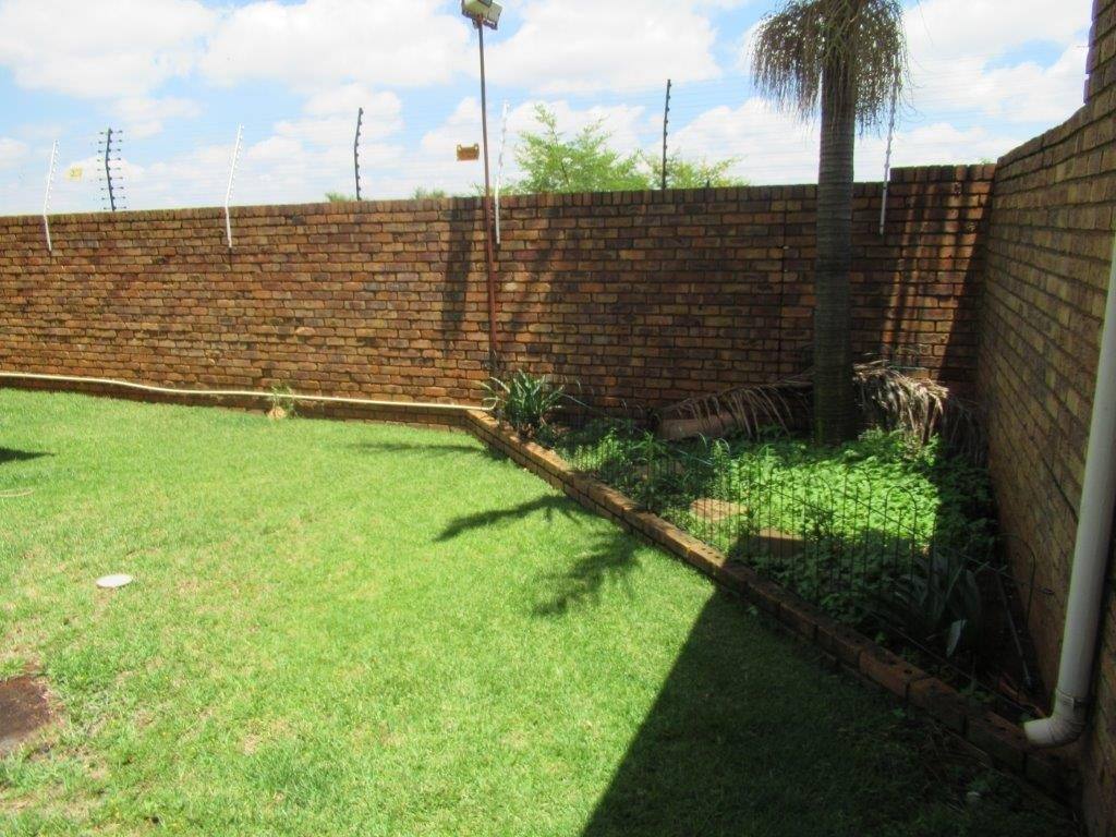 Highveld property for sale. Ref No: 13566297. Picture no 16