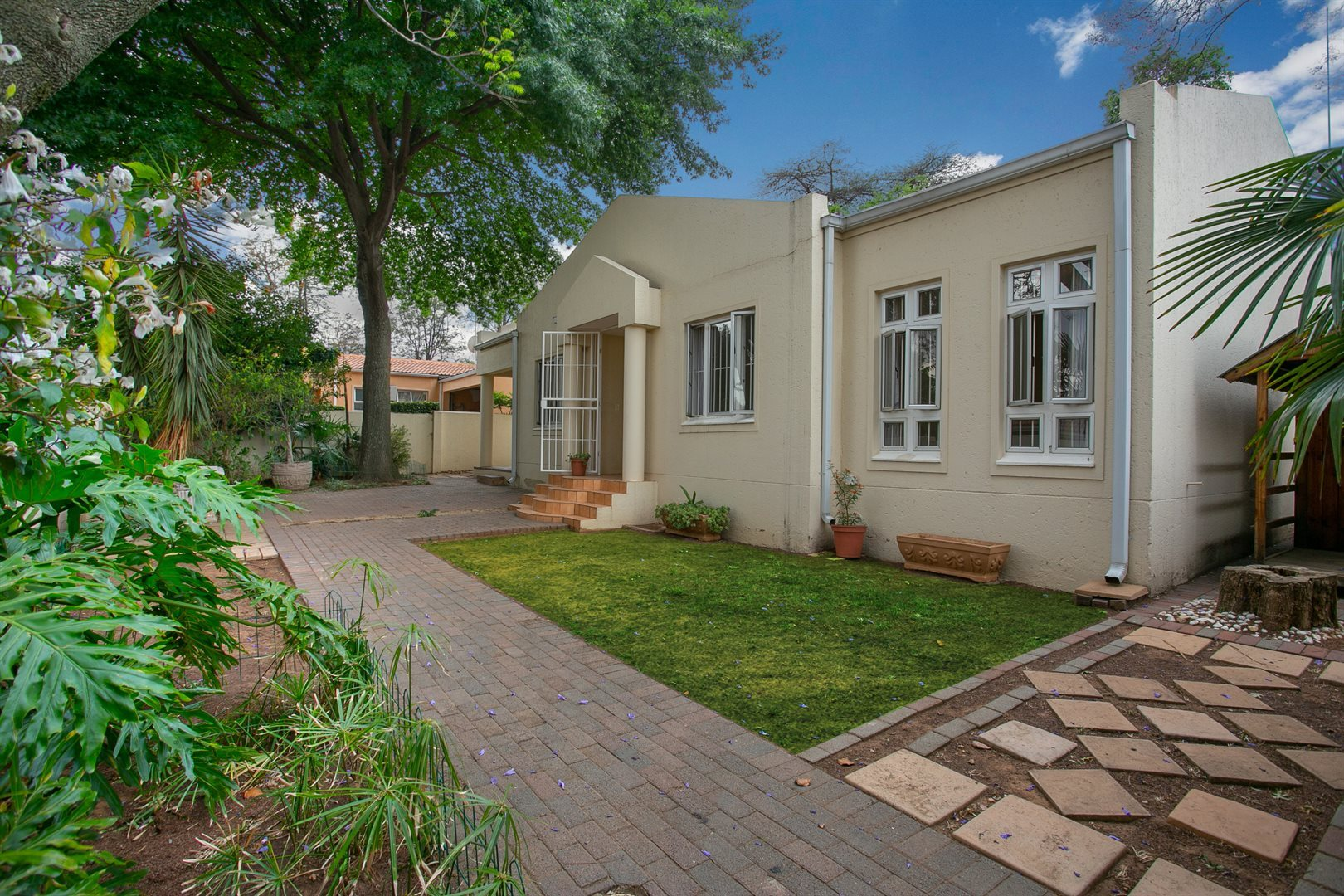 Sandton, Douglasdale Property  | Houses For Sale Douglasdale, Douglasdale, House 3 bedrooms property for sale Price:1,770,000