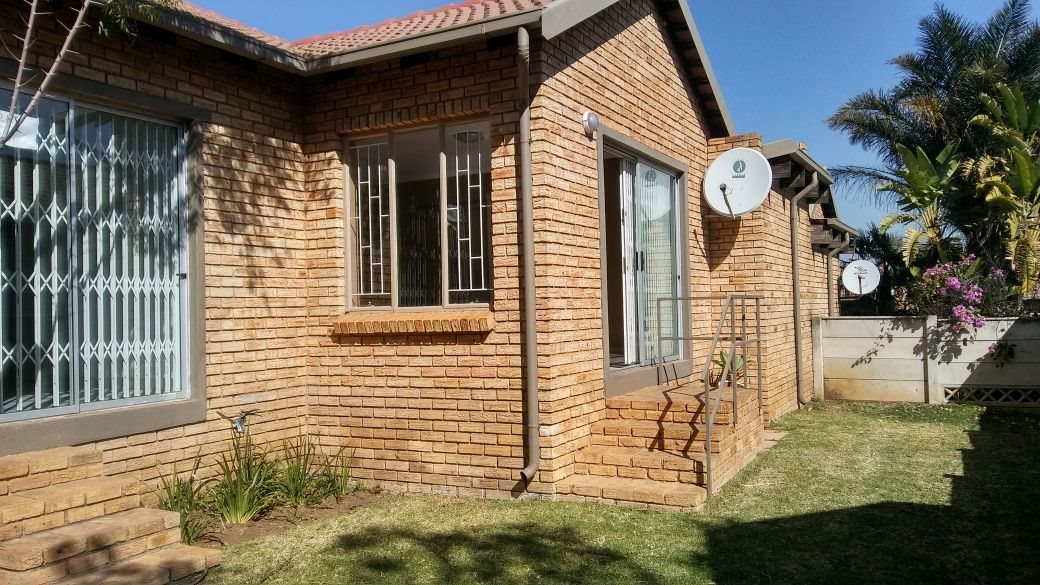 Roodepoort, Wilgeheuwel Property  | Houses For Sale Wilgeheuwel, Wilgeheuwel, Townhouse 2 bedrooms property for sale Price:950,000