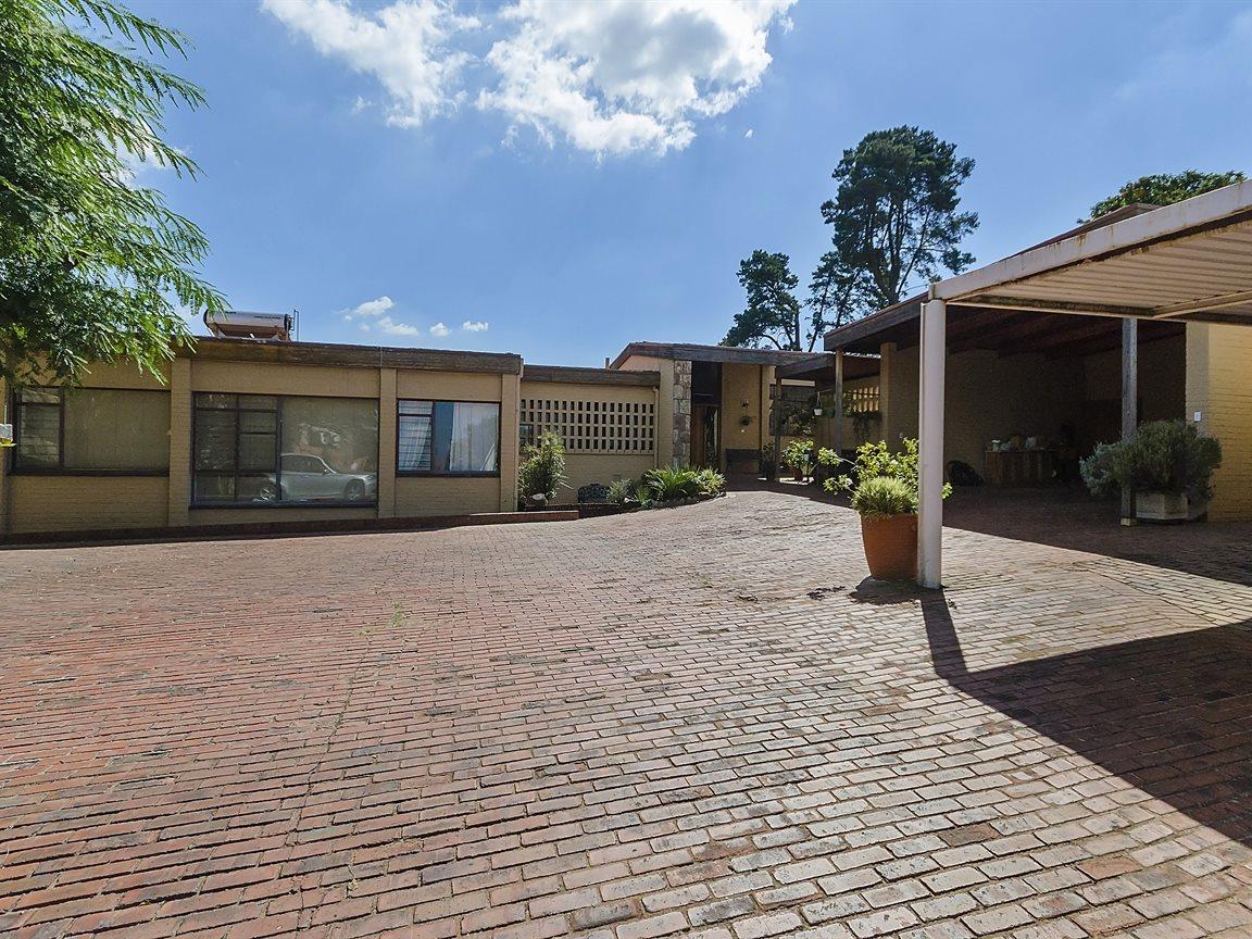 Houghton Estate property for sale. Ref No: 13434554. Picture no 10
