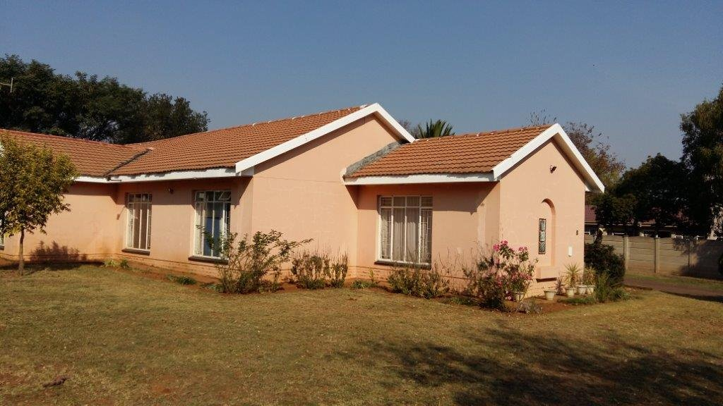 Three Rivers East property for sale. Ref No: 12792601. Picture no 13