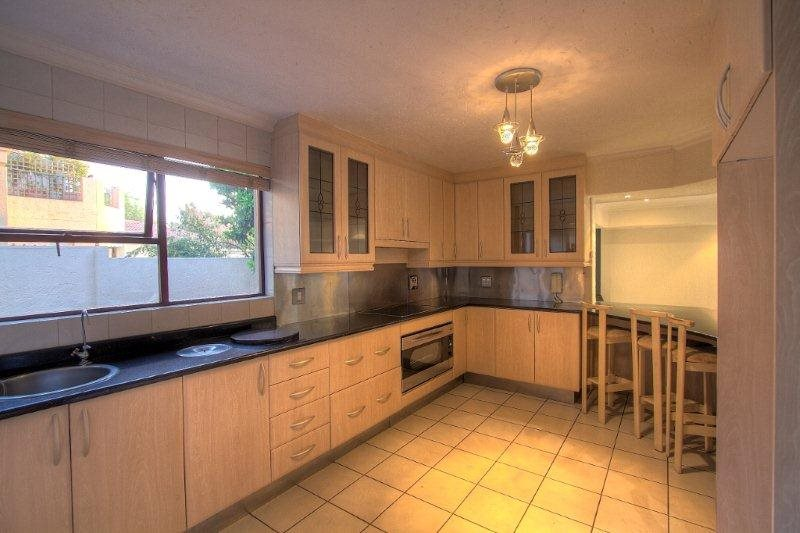 Fourways Gardens property for sale. Ref No: 13401246. Picture no 8