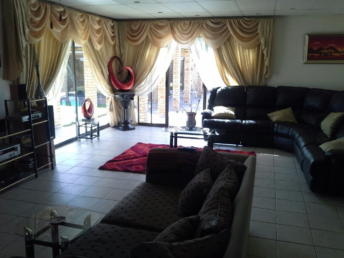 Heilbron property for sale. Ref No: 12764559. Picture no 4