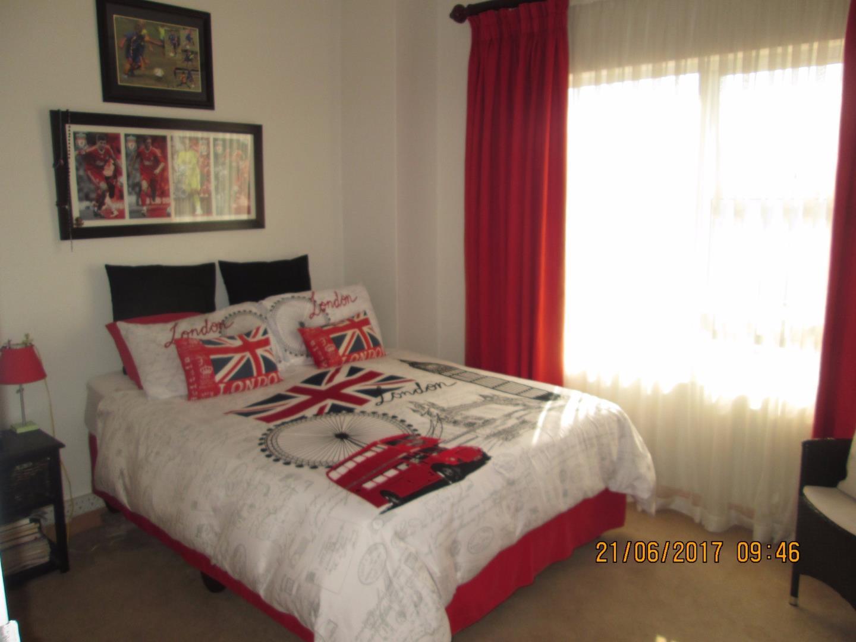 Glenvista property for sale. Ref No: 13526246. Picture no 7
