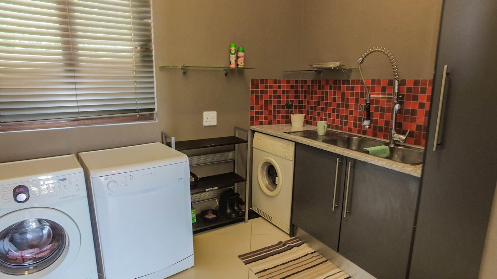 Midstream Estate property for sale. Ref No: 13435299. Picture no 10