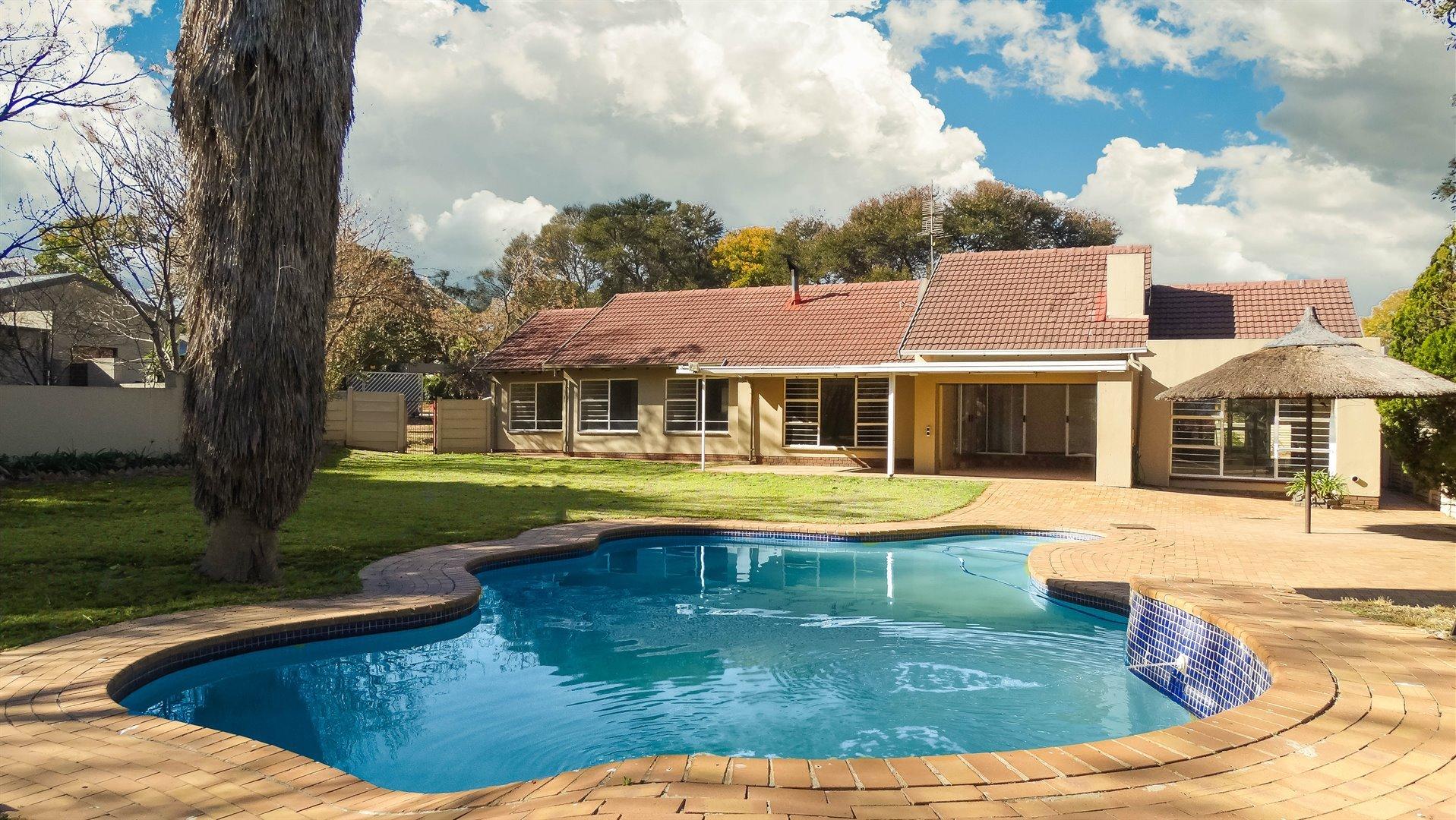 Sandton, Douglasdale Property    Houses To Rent Douglasdale, Douglasdale, House 4 bedrooms property to rent Price:, 21,00*