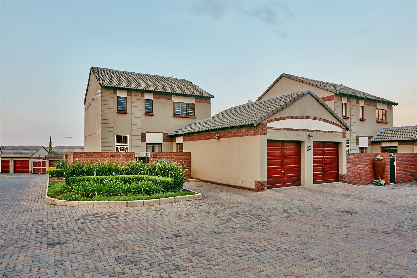 Property and Houses for sale in Rietvlei Heights Country Estate, Townhouse, 4 Bedrooms - ZAR 1,790,000